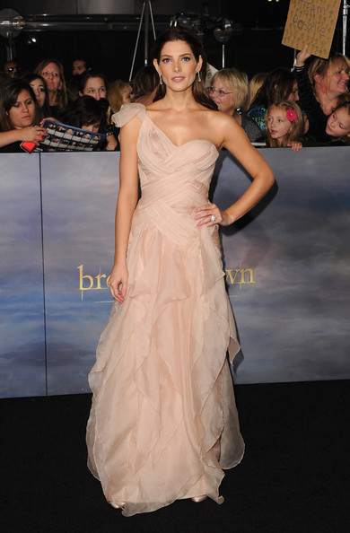 Ashley Greene - The Red Carpet at the 'Breaking Dawn' Premiere