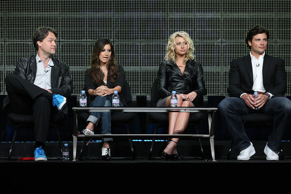 Ashley Tisdale Executive Producer Kevin Murphy, actresses Ashley Tisdale and Aly Michalka and Executive Producer Tom Welling speak onstage during the