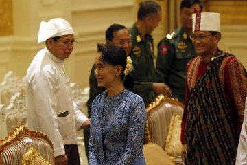 Aung San Suu Kyi Htin Kyaw Sworn in as Myanmar President