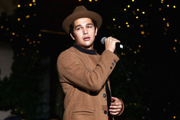 Austin Mahone Lord & Taylor NYC 2015 Holiday Windows Unveiling with Austin Mahone