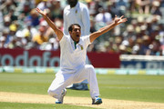 Imran Tahir of South Africa unsucessfully appeals during day one of the 2nd Test match between Australia and South Africa at Adelaide Oval on November 22, 2012 in Adelaide, Australia.