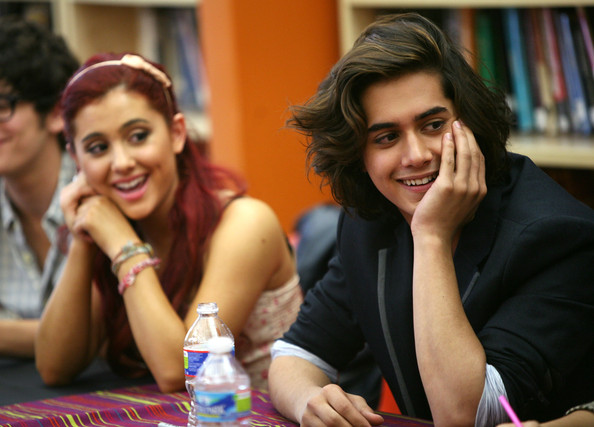 Avan Jogia Ariana Grande and Avan Jogia from the cast of Nickelodeon 39s