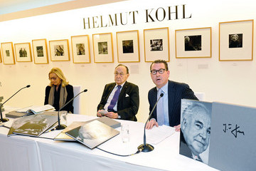 Kai Dieckmann BILD Presents Helmut Kohl Photo Selection