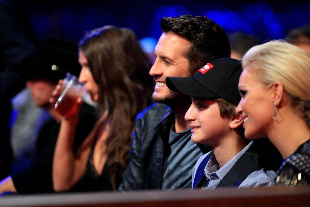 Luke bryan photos photos backstage at the american for What happened to luke bryan siblings