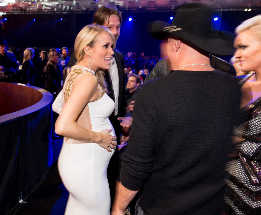 Mike Fisher Carrie Underwood Mary Nolan Kenny Chesney Mary Nolan And Kenny Chesney Photos Backstage At The American Country Countdown Awards Zimbio