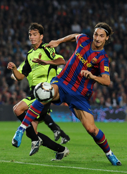 Francisco Pavon Zlatan Ibrahimovic (R) of FC Barcelona scores his second goal, his sides fourth, past Francisco Pavon of Real Zaragoza during the La Liga match between FC Barcelona and Real Zaragoza at the Camp Nou Stadium on October 25, 2009 in Barcelona, Spain. Barcelona won the match 6-1.