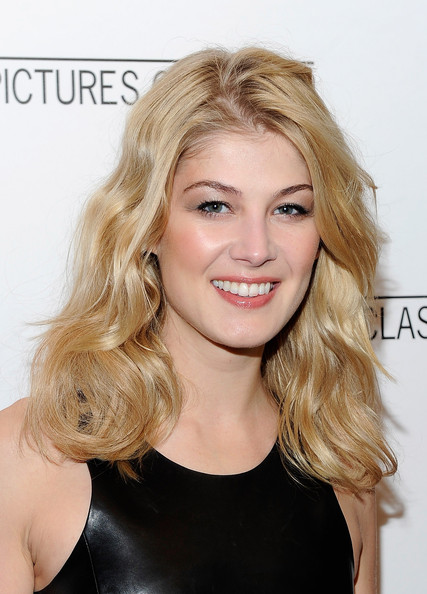 "Actress Rosamund Pike attends the premiere of ""Barney's Version"" at Paris Theatre on January 10, 2011 in New York City."