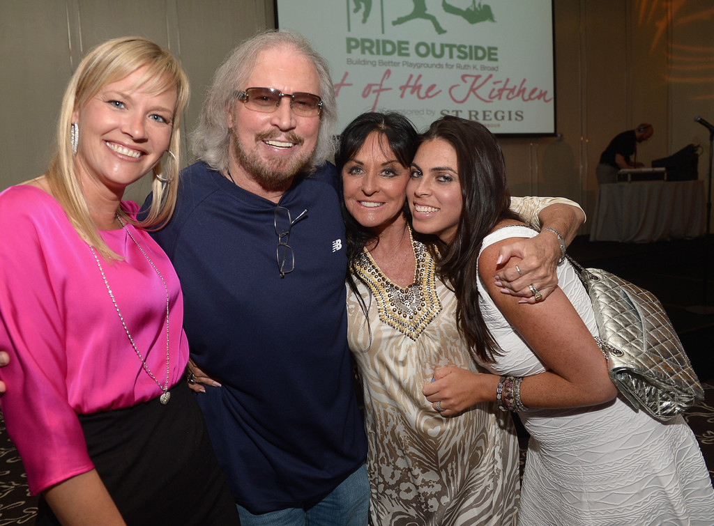 Barry & Linda Gibb http://www.zimbio.com/photos/Barry+Gibb/Linda+Gibb/Celeb+Chefs+Host+Lavish+Event+Miami+Beach/xqp60UTefuH