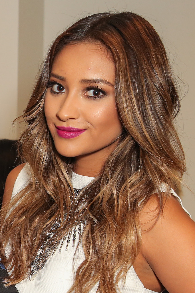 Shay Mitchell Photos Photos  BeautyCon LA Talent Lounge  Zimbio