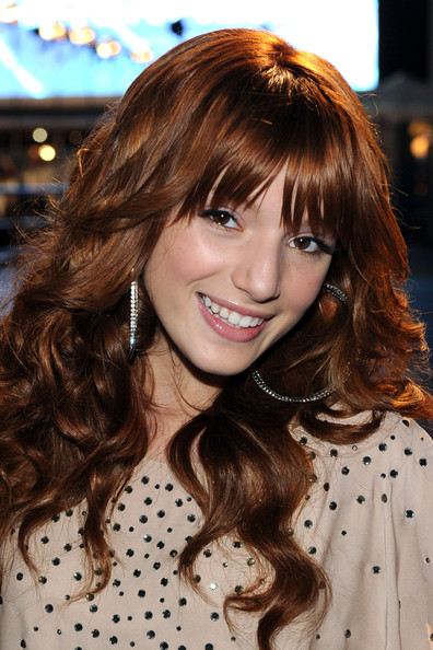 Bella Thorne - 2011 People's Choice Awards - Red Carpet