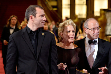 Bette Midler Stars Leave the Academy Awards