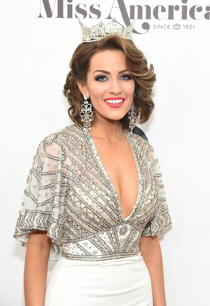betty cantrell, miss america 2016. - Página 8 Betty+Cantrell+2017+Miss+America+Competition+bOV23PcVLiZx