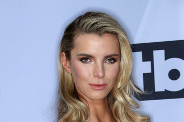Betty Gilpin 25th Annual Screen Actors Guild Awards - Arrivals