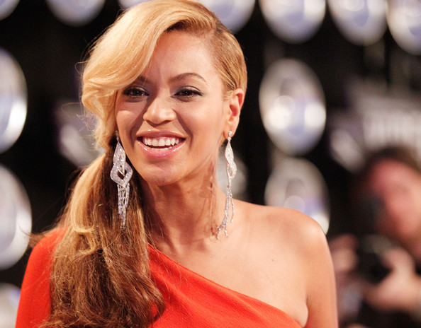 Beyoncé >> MTV Video Music Awards 2011 [28/08/11] [II] - 1 PREM. + PERFORMANCE + COMO ROBARSE LA NOCHE Beyonce+Knowles+2011+MTV+Video+Music+Awards+J5QLD6MIVial