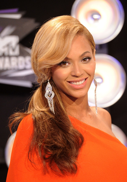 Beyonce Knowles Singer Beyonce arrives at the 2011 MTV Video Music Awards at Nokia Theatre L.A. LIVE on August 28, 2011 in Los Angeles, California.