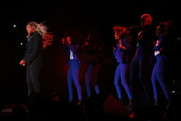 Beyonce Knowles Hillary Clinton Campaigns In Key Swing States