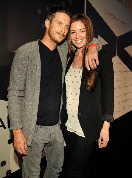 Bianca Kajlich and Oliver Hudson Photos - 4 of 7