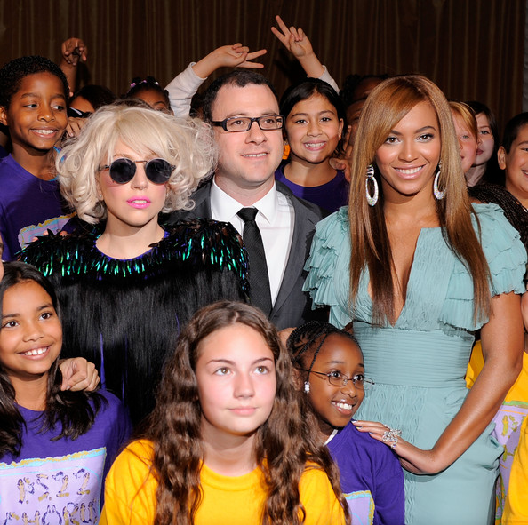 Bill Werde Musician Lady Gaga, Billboard Magazine Editor and Cheif Bill Werde and singer Beyonce pose the childrens chorous from P.S. 22 at Billboard's 4th Annual Women In Music event at The Pierre Hotel on October 2, 2009 in New York City.