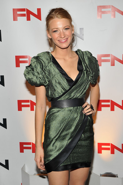 http://www4.pictures.zimbio.com/gi/Blake+Lively+24th+Annual+Footwear+News+Achievement+ezex1JZ2DR7l.jpg