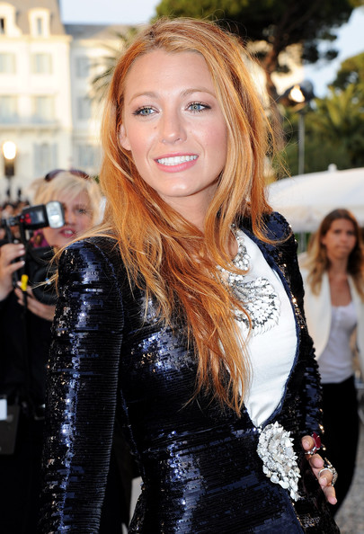 http://www4.pictures.zimbio.com/gi/Blake+Lively+Chanel+Collection+Croisiere+Show+N0904JBHCYkl.jpg