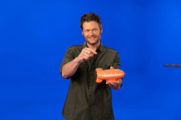 Blake Shelton Blake Shelton Behind the Scenes Promo Shoot For Nickelodeon's 2016 Kids' Choice Awards