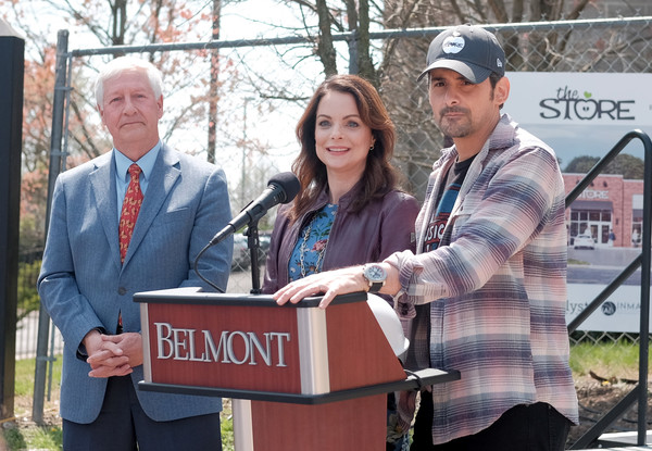 Brad Paisley And Kimberly Williams-Paisley Officially Break Ground For Free Grocery Site The Store