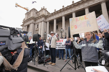 Bob Katter Victorian Dairy Farmers Rally for Fairer Milk Prices