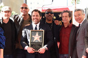 (L-R) Edward Norton, Dwayne Johnson, Brett Ratner, Eddie Murphy, Brian Grazer and Kevin Tsujihara attend Ratner's star on the Walk of Fame ceremony in Hollywood on January 19, 2017. / AFP / CHRIS DELMAS