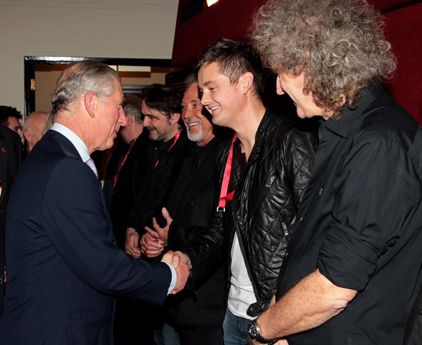 http://www4.pictures.zimbio.com/gi/Brian+May+Tom+Chaplin+Backstage+Prince+Trust+Ygy1W_xRqhOl.jpg