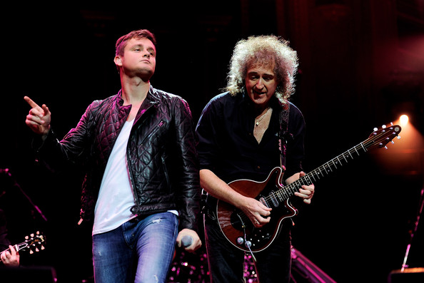 http://www4.pictures.zimbio.com/gi/Brian+May+Tom+Chaplin+Show+Prince+Trust+Rock+Y-YU-dHoJaal.jpg