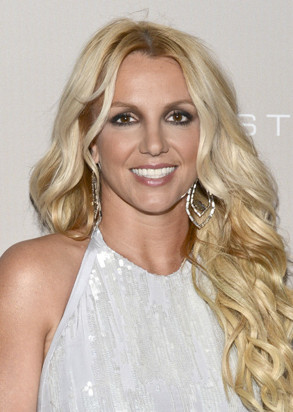 http://www4.pictures.zimbio.com/gi/Britney+Spears+City+Hope+Honors+Halston+CEO+V4ApYbQMm1dl.jpg