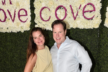 Brooke Shields Star-Studded Beach Dinner With Master Chef Jose Andres to Celebrate the NEW Cove Resort on Paradise Island, The Bahamas