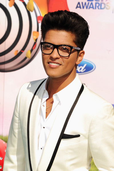 [Image: Bruno+Mars+BET+Awards+11+Arrivals+T9PH54GQizal.jpg]
