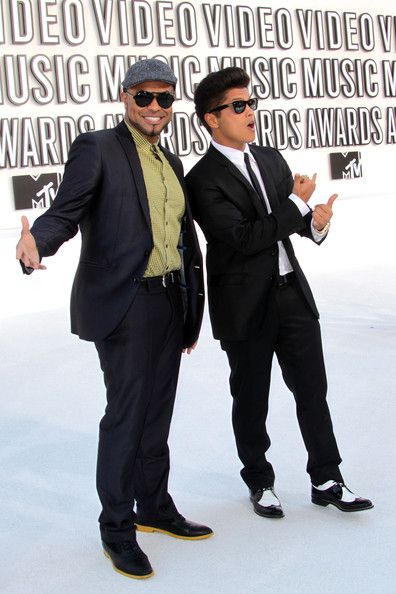 2010 MTV Video Music Awards - Arrivals [suit,formal wear,white-collar worker,eyewear,footwear,tuxedo,event,photography,businessperson,gesture,arrivals,phillip lawrence,bruno mars,2010 mtv video music awards,california,los angeles,nokia theatre l.a. live]