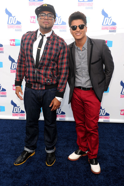 2010 VH1 Do Something Awards - Arrivals [suit,premiere,event,carpet,performance,outerwear,red carpet,style,arrivals,phillip lawrence,bruno mars,awards,do something,hollywood palladium,california]