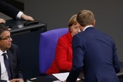 German Vice Chancellor and Foreign Minister Sigmar Gabriel (L) looks on as German Chancellor Angela Merkel greets Christian Lindner (R), leader of the free democratic FDP party, at the beginning of a session at the Bundestag (lower house of parliament) on November 21, 2017 in Berlin. / AFP PHOTO / Odd ANDERSEN