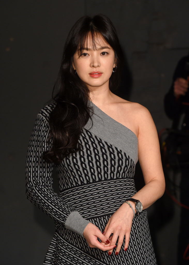 Song Hye-kyo in Burberry - Arrivals - LFW February 2017 ...