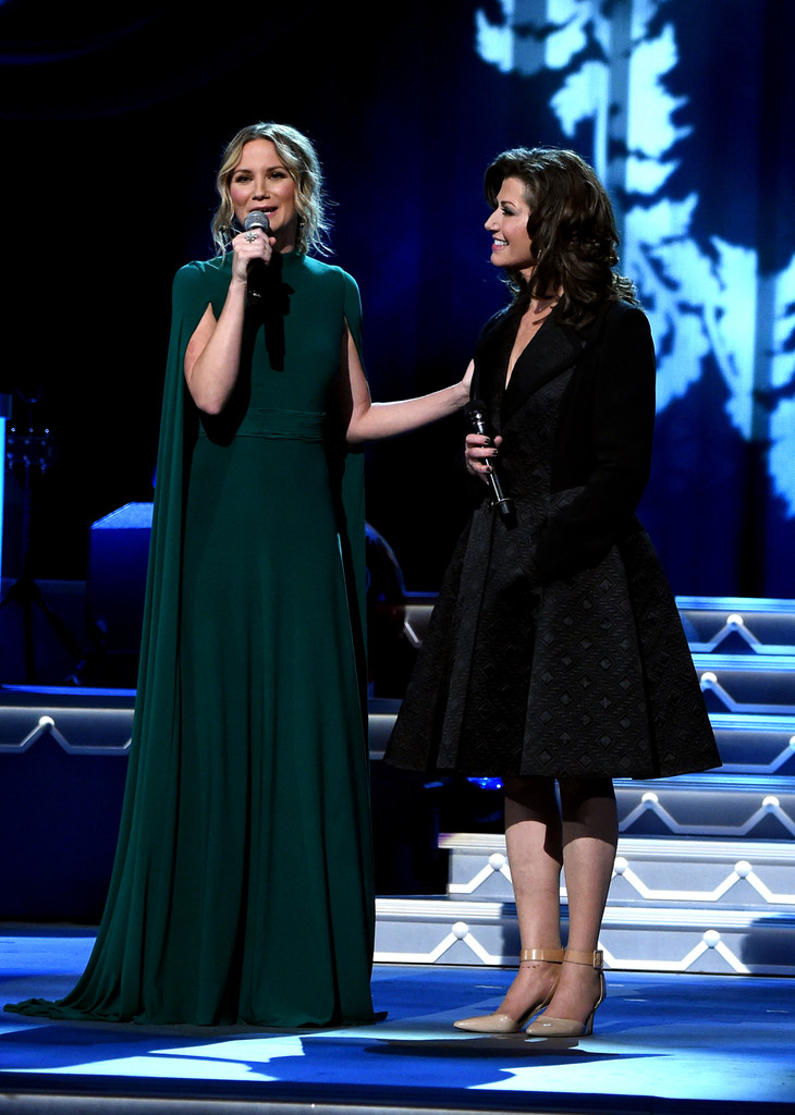 Amy Grant Vince Gill: CMA 2016 Country Christmas