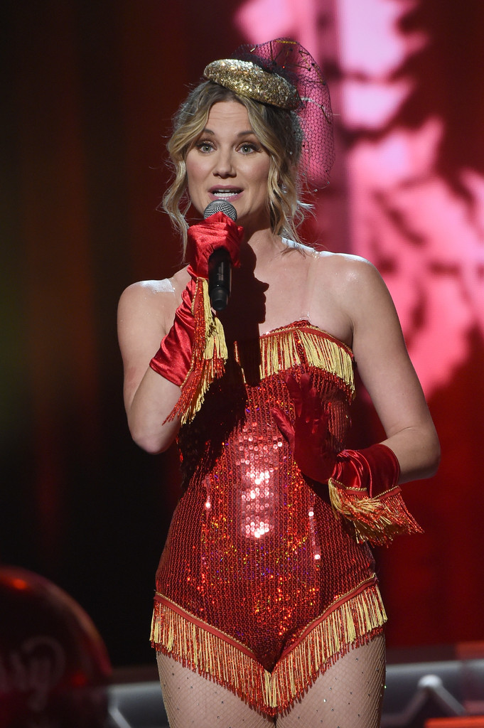 Jennifer Nettles Photo... Katy Perry Christmas