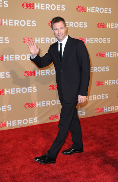 Actor Aaron Eckhart  arrives at the 2010 CNN Heroes: An All-Star Tribute held at The Shrine Auditorium on November 20, 2010 in Los Angeles, California.