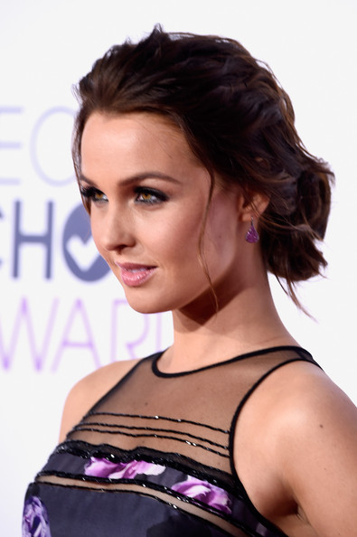 Arrivals at the People's Choice Awards — Part 2 [hair,hairstyle,face,eyebrow,shoulder,beauty,chin,black hair,brown hair,lip,peoples choice awards,part,california,los angeles,nokia theatre la live,arrivals,camilla luddington]