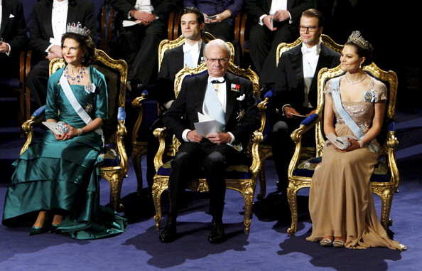 Nobel Prize Award Ceremony 2010 [event,performance,performing arts,fashion,musical theatre,opera,heater,musical,stage,costume design,silvia,liu xiaobo,his majesty,victoria,daniel,carl philip of sweden,winner,back row,chinese,nobel prize award ceremony]
