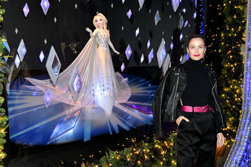 "Carolyn Murphy Disney And Saks Fifth Avenue Unveil ""Disney Frozen 2"" Holiday Windows"