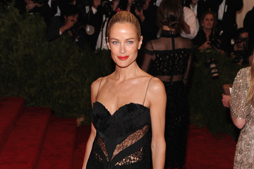 Carolyn Murphy Red Carpet Arrivals at the Met Gala