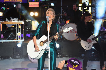 Carrie Underwood New Year's Eve 2016 in Times Square