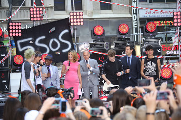 Carson Daly 5 Seconds of Summer Perform in NYC