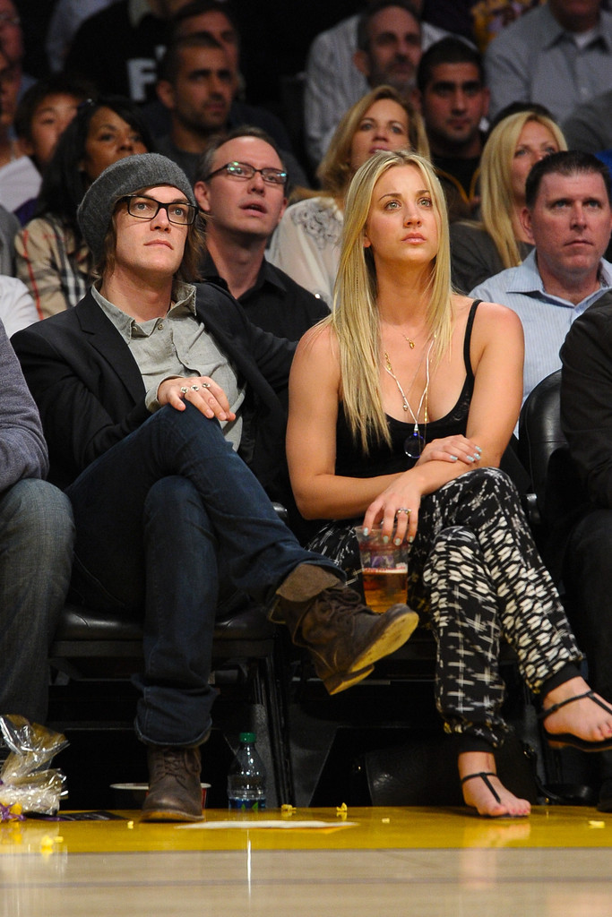 Kaley Cuoco Photos Photos Celebrities At The Lakers Game