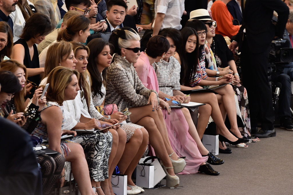 Daphne Guinness Photos Photos Chanel Front Row Paris