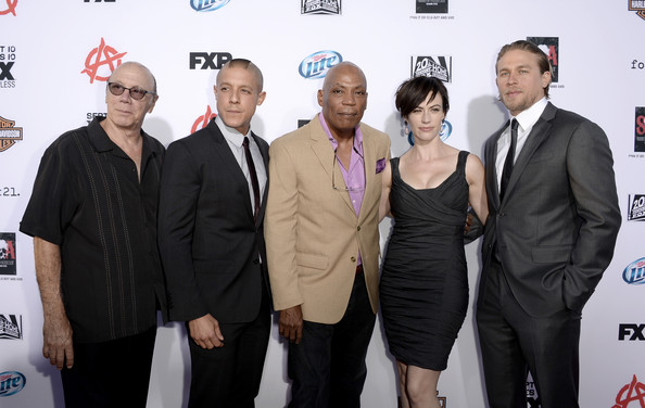 """Charlie Hunnam (L-R) Actors Dayton Callie, Theo Rossi, Executive Producer Paris Barclay, actors Maggie Siff and Charlie Hunnam attend the season 6 premiere of FX's """"Sons Of Anarchy"""" at Dolby Theatre on September 7, 2013 in Hollywood, California."""