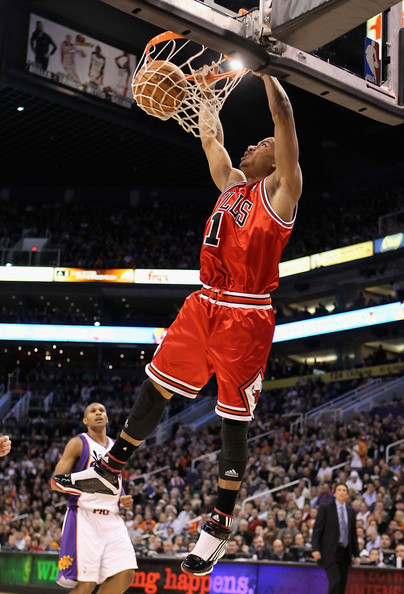 derrick rose dunking on. derrick rose dunks on knicks.